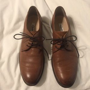 Clark's leather lace up oxfords